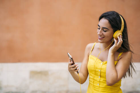 Beautiful young woman with headphones and cell phone - MPPF00161