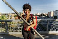 Female Afro-American with headphones and smartphone listening music - ERRF01736