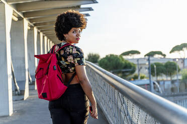 Female Afro-American with headphones and smartphone listening music - ERRF01775