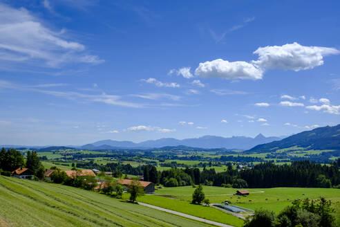 Aussicht vom Panoramaweg auf das Ostallgäu, Mittelberg, Oy-Mittelberg, Allgäu, Schwaben, Bayern, Deutschland - LBF02751