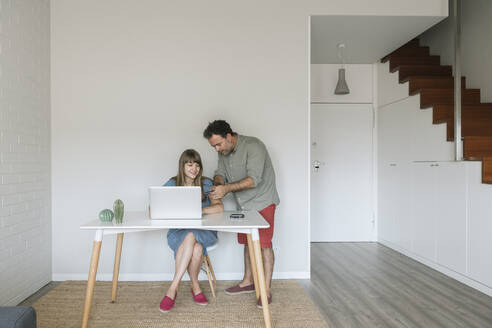 Couple with credit card and laptop in modern flat - AHSF01041