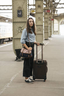 Young female traveller standing on train station - VPIF01725