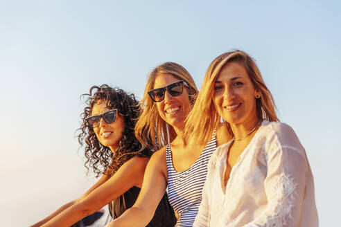 Girls on a boat in Barcelona - MOSF00114