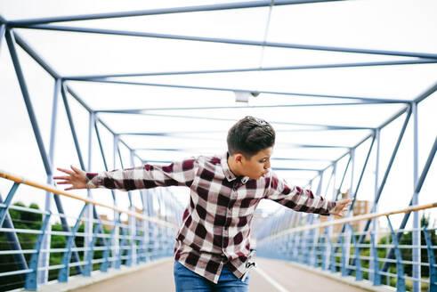 Gypsy boy singing flamenco on a bridge - OCMF00839