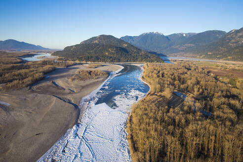 Ice forms on the Fraser River near Chillwack, B.C., Canada. - CAVF65939