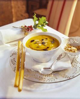 Kürbissuppe mit Ingwer und Orangensaft - PPXF00287