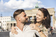 Happy young couple in front of Brandenburger Tor, Berlin, Germany - WPEF02238