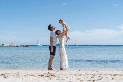 Happy family on the seashore - DIGF08808