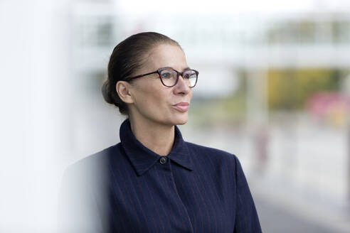 Portrait of a woman with glasses outddors - FLLF00331