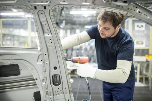 Man working in modern car factory - WESTF24324