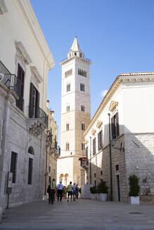 Italy, Apulia, Trani, Bell tower of San Nicola Pellegrino cathedral - HLF01200