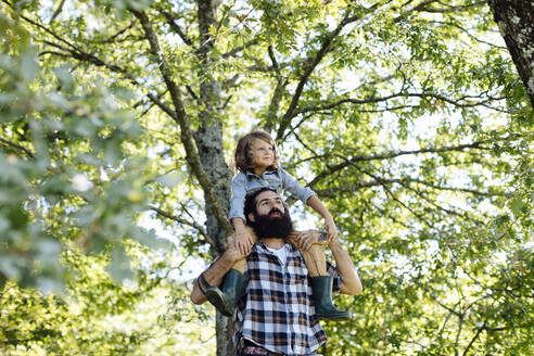 Father with kid on his shoulders in the forest - SODF00346