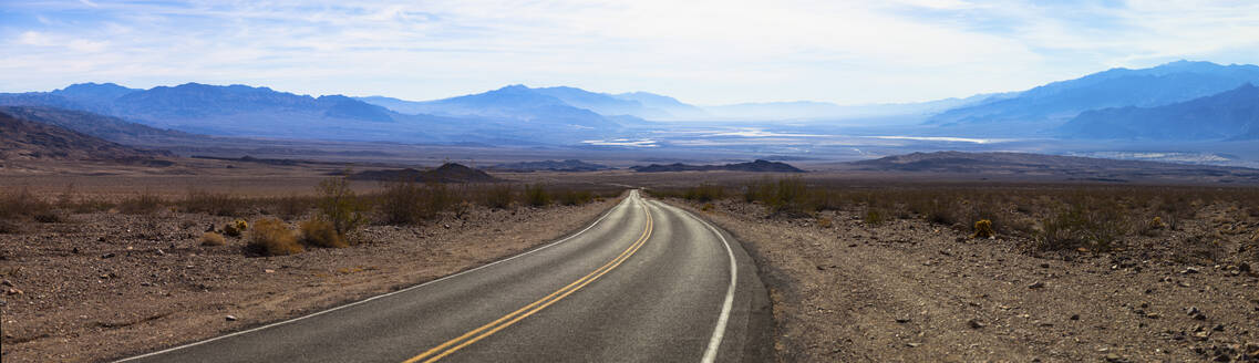 USA, California, Panorama of empty highway in Death Valley - GIOF07642
