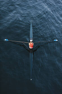 View from above of single scull crew racer, Lake Union, Seattle, Washington, USA. - MINF12836