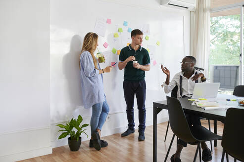 Young business people talking in a modern office - IGGF01455