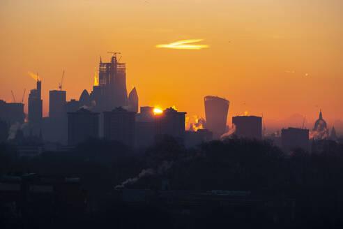 UK, England, London, City skyline at moody sunrise - LOMF00920