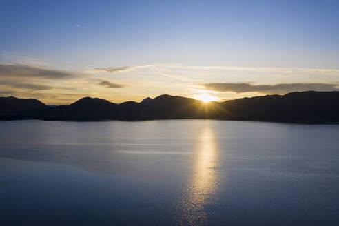 Walchensee bei Sonnenaufgang, Luftbild, Oberbayern, Bayern, Deutschland - SIEF09334
