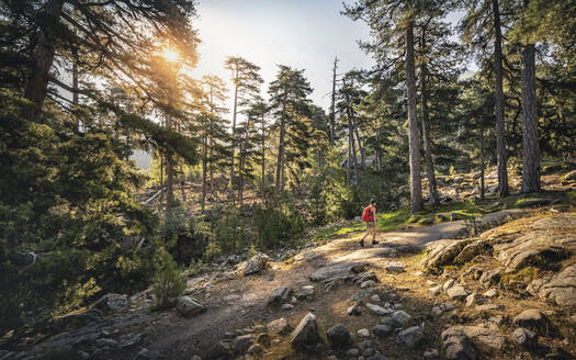 Female hiker during hike, Albertacce, Haute-Corse, Corsica, France - MSUF00039
