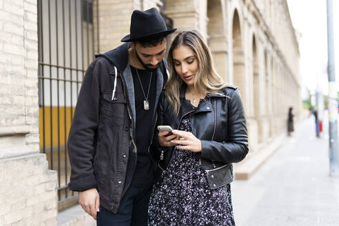 Young couple using smartphone in the city - ERRF02150