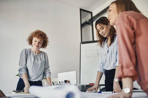 Businesswomen having a meeting in office - ZEDF02757