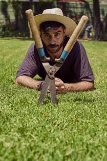 Man with his gardening scissors. Pretoria, South Africa. - VEGF00888