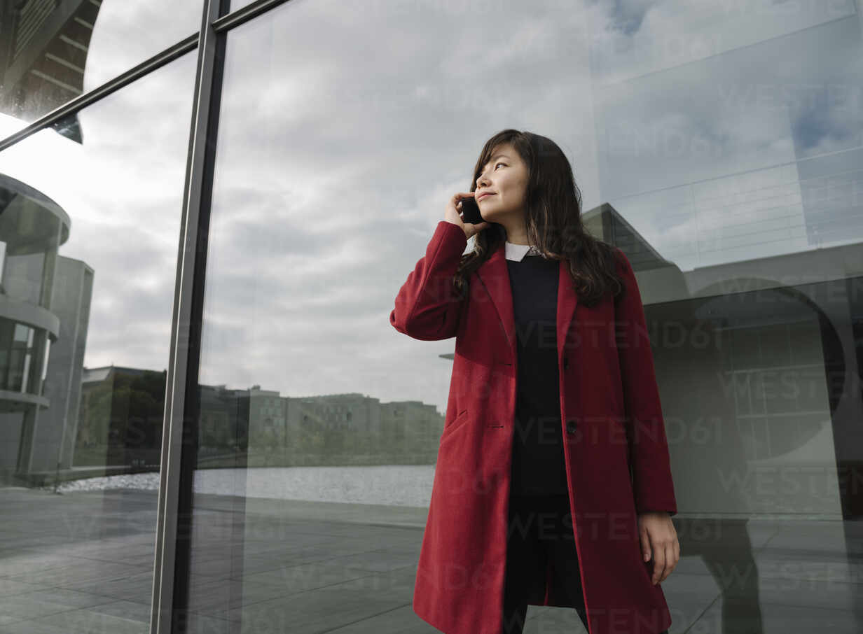 Businesswoman standing near to modern building and using smartphone - AHSF01519 - Hernandez and Sorokina/Westend61