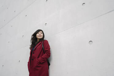 Portrait of modern businesswoman leaning on a wall - AHSF01531