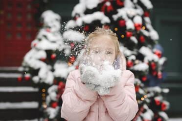 Little girl blowing snow - EYAF00740