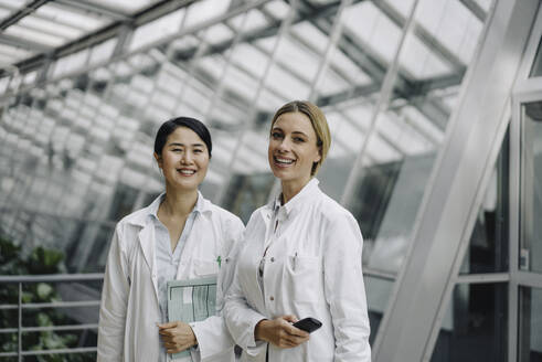 Portrait of two smiling female doctors - JOSF04000