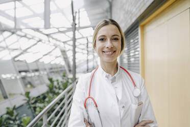 Portrait of a smiling female doctor - JOSF04021