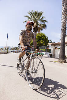 Smiling mature man with bicycle - TCF06216