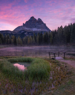 Sunrise at Lago Antorno with the Tre Cime di Lavaredo in the background, Dolomites, Italy, Europe - RHPLF13105
