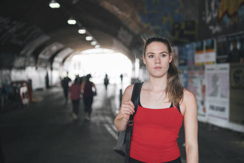 Young woman at an underpass in the city - FBAF01092