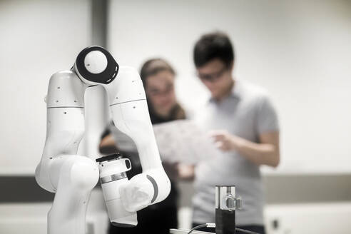 Sudents studying robotic at an university institute - SGF02502