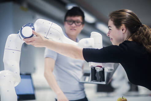 Sudents studying robotic at an university institute - SGF02520