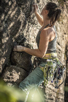 Woman preparing to climb - MSUF00080