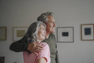 Smiling senior couple at home - GUSF03048