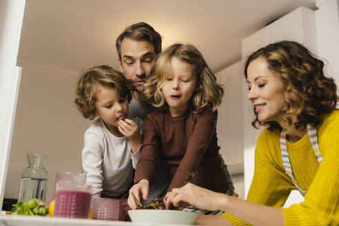 Family eating grapes in kitchen - MFF04940