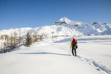 Hiking with snowshoes in the mountains, Valmalenco, Sondrio, Italy - MCVF00133
