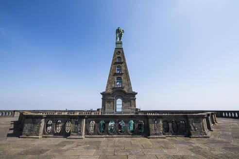 Germany, Hesse, Kassel, Hercules monument in Bergpark Wilhelmshohe - RUNF03496