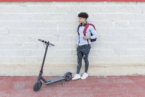Young man with e-scooter outdoors - JPTF00376