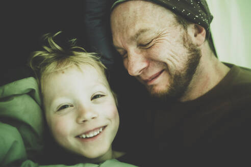 Portrait of happy little boy and his father in a tent - IHF00243