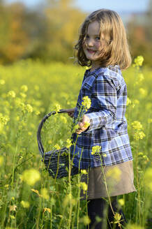Girl picking flowers - ECPF00823