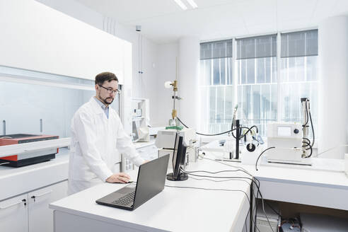 Scientist using computer in laboratory of technology center - AHSF01727
