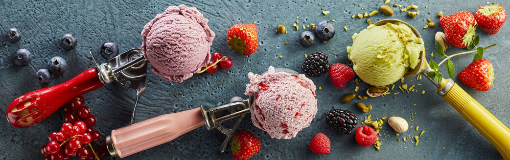 Assorted ice cream on scoop and fresh fruits - DREF00013