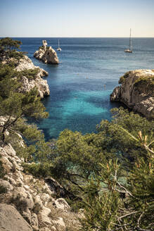 France, Cote d'Azur, Calanques National Park, Chalk cliffs and bays - MSUF00149