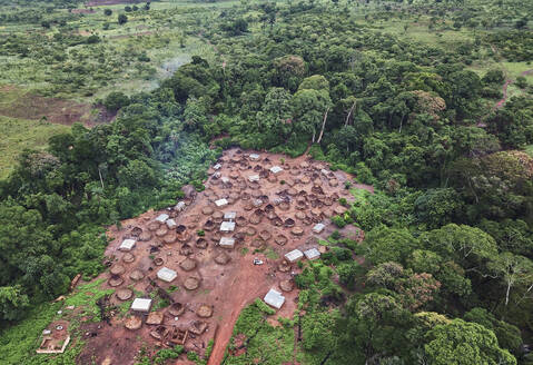 Ivory Coast, Korhogo, Aerial view of traditional African village - VEGF01297