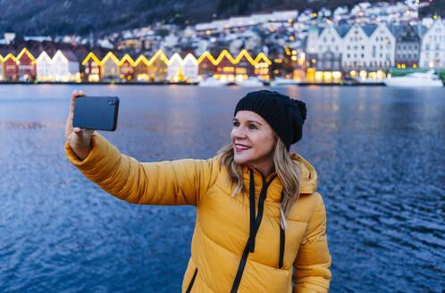 Woman taking a selfie, Bergen, Norway - DGOF00003
