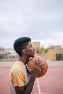 Teenager playing basketball - GRCF00060