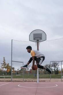 Teenager playing basketball - GRCF00063
